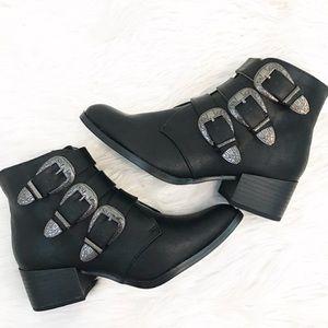 Shoes - Black buckle booties